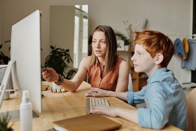 Un ENT permet une communication plus facile entre élèves, professeurs et parents