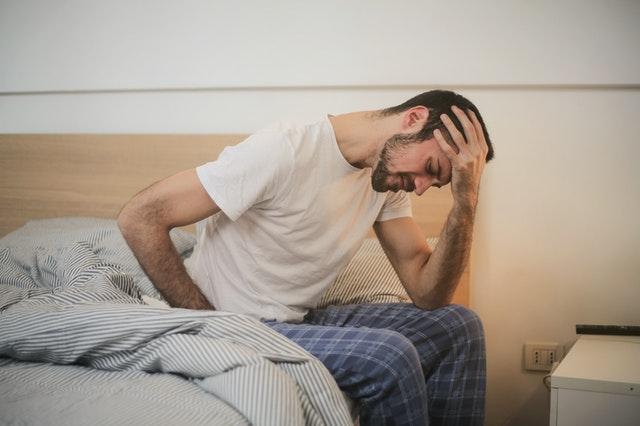 Un homme souffrant d'une maladie rénale