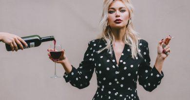 Une femme alcoolique